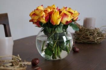 Der Herbst zieht ein mit gold-geleben Rosen
