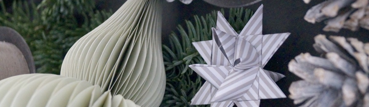 Weihnachtsdeko in grau-grün