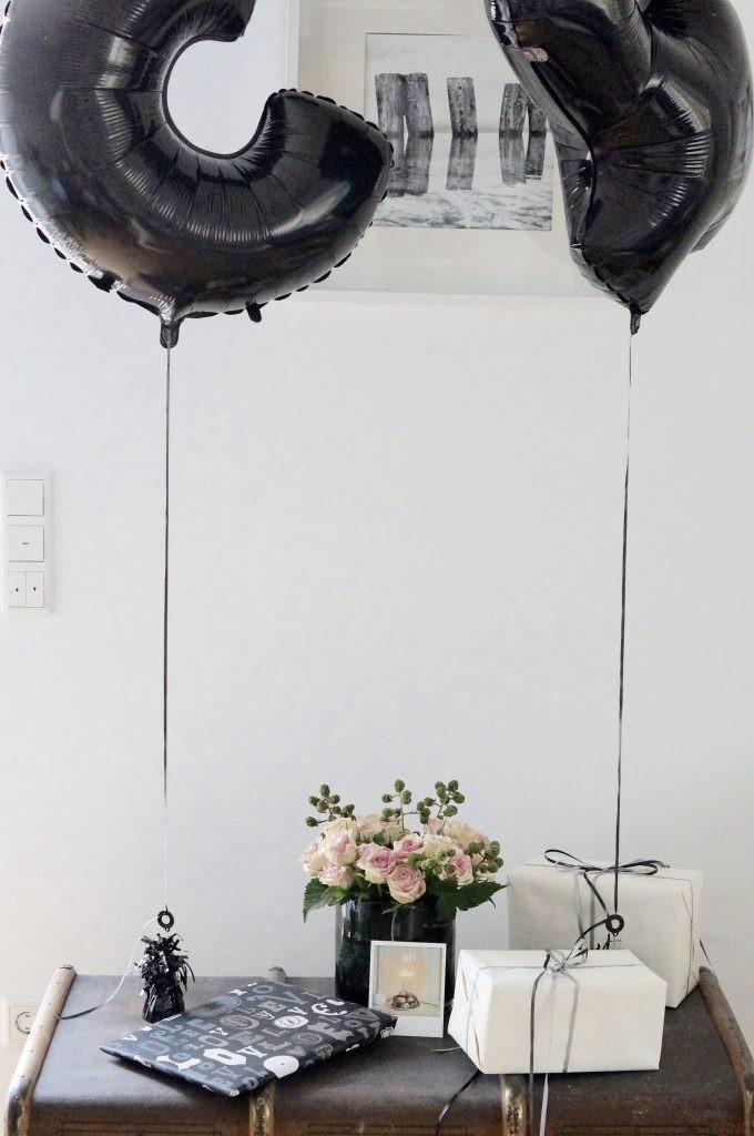 Geburtstagstisch Blumen Folienballons Zahlenballons Blumen
