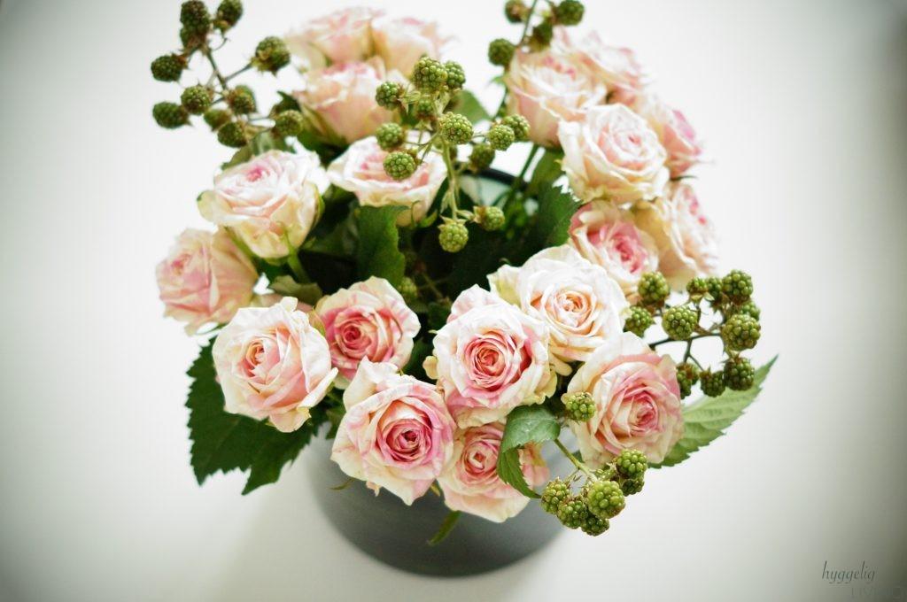 Geburtstag Blumenstrauß Rosen Brombeeren