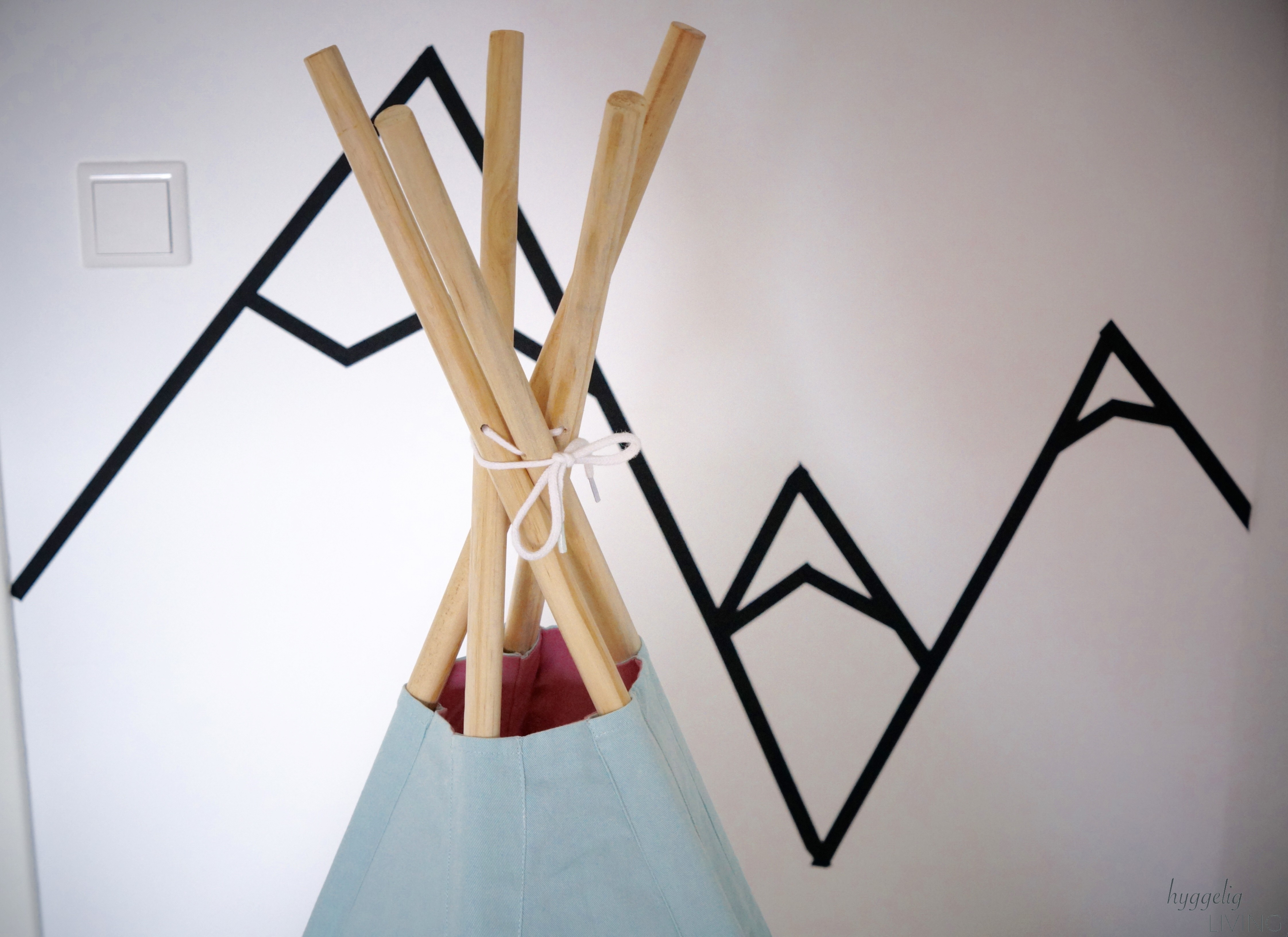 kinderzimmer tipi sebra diy wandgestaltung berge masking tape hyggelig living. Black Bedroom Furniture Sets. Home Design Ideas